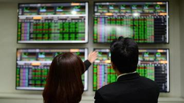 Chứng khoán Việt liên tục bùng nổ: Nhà đầu tư đổ xô lên sàn, nuôi mộng làm giàu