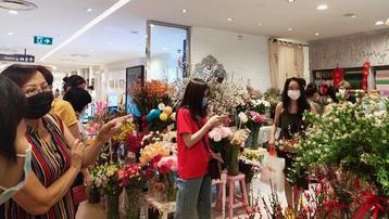 Phong phú hoa nhập khẩu chưng Tết ở TPHCM