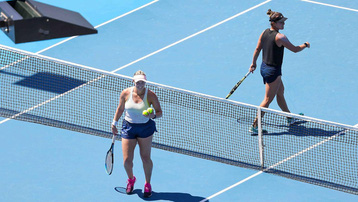 10 ca nhiễm Covid-19 liên quan đến giải quần vợt Australia Open