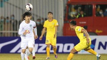 Sau vòng 2 V-League 2021: Lại 'nóng' công tác trọng tài