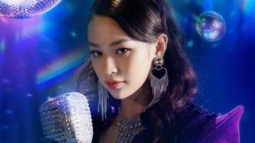 Phí Phương Anh mặc đồ giống Jennie khi làm ca sĩ?
