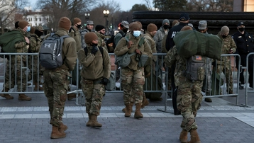 Cảnh tan hoang trong Điện Capitol sau vụ bạo loạn