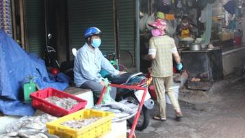 TP.HCM ngày đầu nới lỏng giãn cách: Chợ truyền thống mở cửa dè dặt