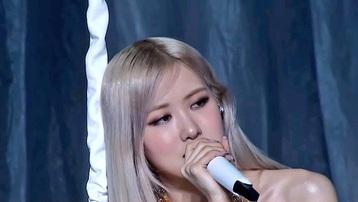 Rosé được khen ngợi với màn trình diễn ca khúc đơn đầu tiên