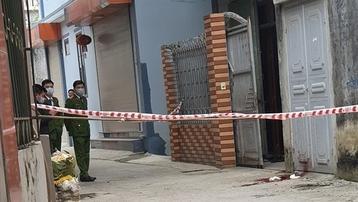 Hà Nội: Chồng chém chết vợ ngay trước nhà
