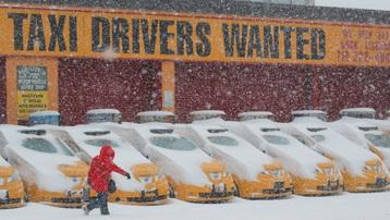 Muôn vẻ người dân Mỹ trong cơn bão tuyết cực mạnh đầu tháng 2