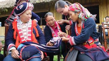 Giữ gìn nghề dệt thổ cẩm của người Dao đỏ ở Hoàng Su Phì
