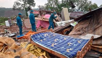Lâm Đồng: Lốc xoáy và sét đánh làm 1 người chết, hơn 70 căn nhà tốc mái