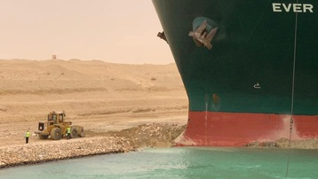 Ai Cập nỗ lực lưu thông hàng hải qua kênh Suez
