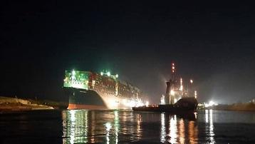 Hoạt động vận tải biển qua kênh đào Suez sẽ được nối lại sau vài tiếng nữa