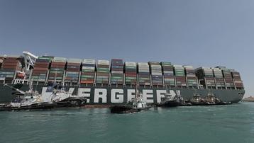 Ai Cập: Tàu Ever Given bắt đầu nổi thành công