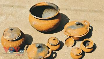Mộc mạc gốm Khmer Tri Tôn
