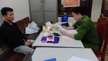 Công an huyện Mộc Châu bắt giữ đối tượng vận chuyển 2kg ma túy đá và 2.000 viên ma túy tổng hợp
