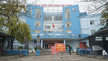 Hà Nội: Không khai báo y tế, tài xế lao thẳng ô tô vào bệnh viện