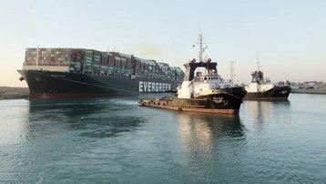 Tàu Ever Given bị cấm rời kênh đào Suez