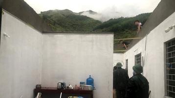 Mưa to kèm theo dông lốc, nhiều ngôi nhà ở Lai Châu bị tốc mái