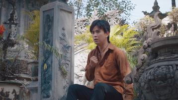 Hồ Quang Hiếu gây chú ý khi hóa thân thành họa sĩ mù
