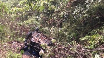 Taxi lao xuống vực ở Hòa Bình, 4 người thương vong