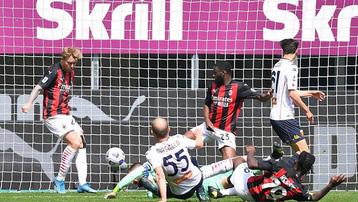 Kết quả AC Milan 2-1 Genoa: Thiếu vắng Ibra, chủ nhà vẫn 'có quà'
