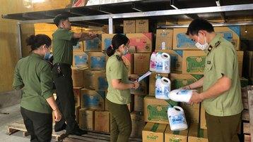 Cận cảnh cơ sở sản xuất nước giặt Thái Lan giả mạo quy mô lớn tại Hà Nội