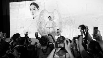 Tranh cãi màn trình diễn ra mắt trang phục dân tộc của Khánh Vân