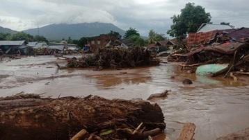 Bão nhiệt đới làm trầm trọng thêm lũ lụt, sạt lở ở Indonesia và Timor Leste