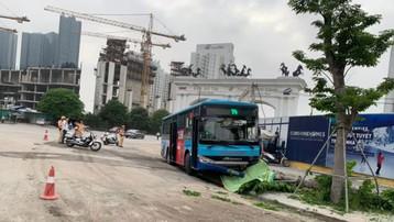 Xe buýt tông chết người đi bộ