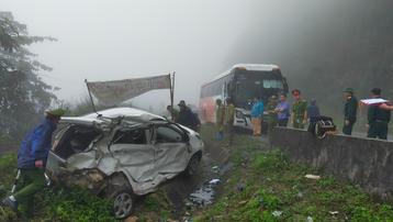 Hòa Bình: Ô tô con đấu đầu xe khách, 2 người tử vong tại chỗ