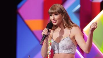 Taylor Swift, Dua Lipa chiến thắng ở Brit Awards 2021