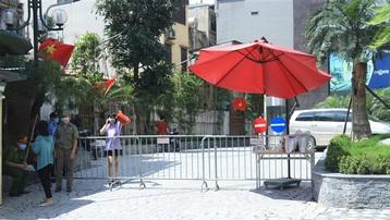 Phong toả chung cư có nhân viên karaoke dương tính với SARS-CoV-2 ở Hà Nội