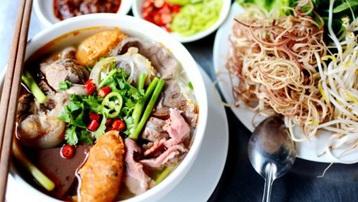 Bún bò Huế chợ Đông Ba - điểm đến ẩm thực yêu thích của đầu bếp nổi tiếng Anthony Bourdain