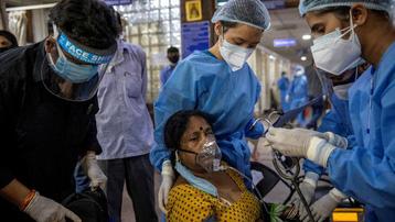 Không chỉ Ấn Độ, thế giới đau đầu vật lộn với Covid-19