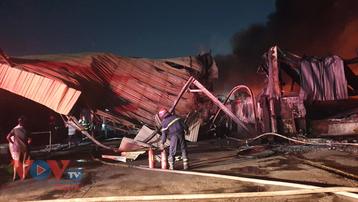Cháy tại công ty sản xuất mút xốp 10.000m2 ở Bình Dương