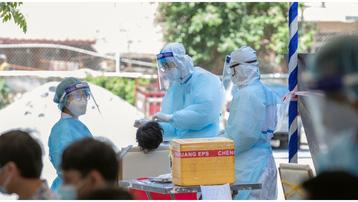 Tiếp tục phát hiện hơn 840 ca Covid-19, Chính phủ Campuchia tăng cường tiêm vaccine tại 'vùng đỏ'