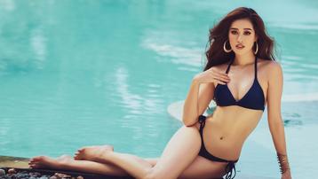Mãn nhãn bộ ảnh bikini nóng bỏng của Hoa hậu Khánh Vân tại hồ bơi