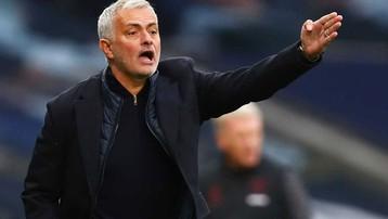 Tottenham nhẹ nợ khi Mourinho ký hợp đồng với Roma