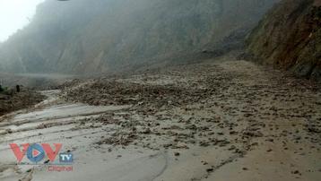 Lai Châu: Sạt lở gần 1.000m3 đất đá gây ách tắc giao thông