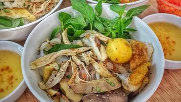 Đặc sản bánh ướt lòng gà ở phố núi, khách vừa ăn vừa xuýt xoa vì ngon