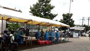 TP.HCM lấy mẫu xét nghiệm khẩn tại Chợ Đầu mối Nông sản thực phẩm Hóc Môn