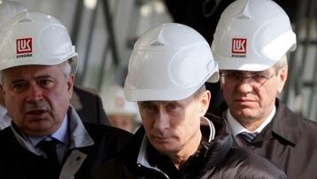 Tổng thống Nga Putin dùng dầu khí để tập hợp quyền lực và trừng phạt đối thủ như thế nào?
