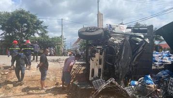 Đắk Lắk: Xe tải va chạm với xe khách và công nông, nhiều người thương vong
