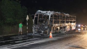 Quảng Bình: Xe giường nằm bốc cháy khi đang lưu thông
