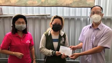 Người lao động nghèo TP.HCM xúc động nhận tiền hỗ trợ chống dịch Covid-19