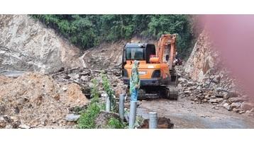 Lào Cai: Mưa lớn gây sạt lở trên đèo Ô Quý Hồ