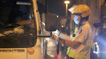 Tài xế xe liên tỉnh được test nhanh miễn phí tại trạm xăng