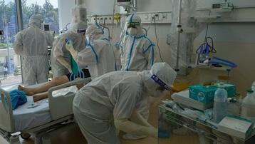 Bệnh viện Hồi sức Covid-19 căng mình điều trị bệnh nhân nguy kịch
