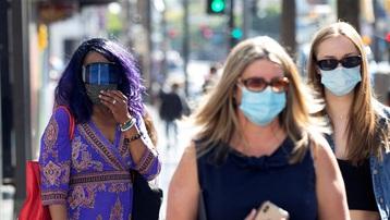 Ca mắc COVID-19 tăng đột biến, quan chức y tế Mỹ cảnh báo người chưa tiêm chủng