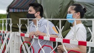 Quảng Ninh không chấp nhận test nhanh, tài xế bị mắc kẹt tại chốt