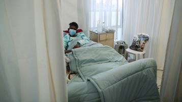 COVID-19 làm giảm tuổi thọ của người dân Nam Phi