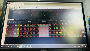 Lực bán tăng cao, VN-Index 'hụt hơi' quay đầu giảm